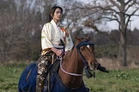 2日放送の第3回では懸命に習得した乗馬シーンを披露…|川口春奈、初 ...