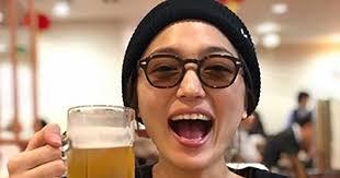 """完全におっさんの飲み方」 川口春奈、ジョッキビールをかっくらう""""飾ら ..."""