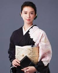 ハズキルーペCMに黒革の手帳 武井咲さんのヘアスタイル、着物について ...