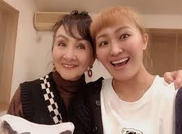丸山桂里奈、美人な母との2ショット公開「双子ですか?」「めちゃ若く ...