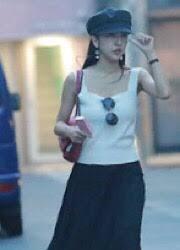 板野友美のタバコがフライデーお泊まり報道の写真に写り込む事故 | 噂 ...