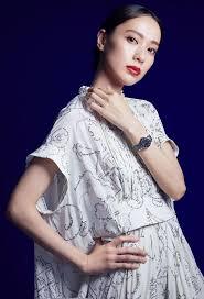 戸田恵梨香が纏う、聖夜の時間。|ファッション・ビューティー・セレブの最新情報|VOGUE JAPAN